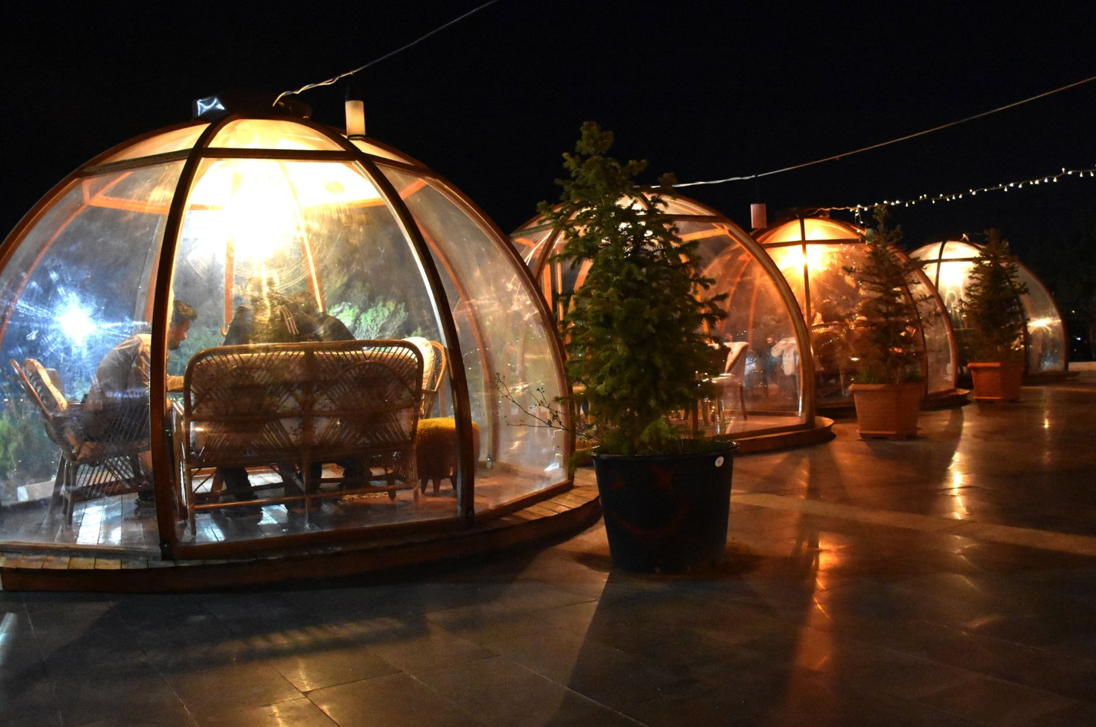 """A view of glass """"bubbles"""" at the cafe in Sivas, central Turkey, Oct. 5, 2020. (DHA Photo)"""