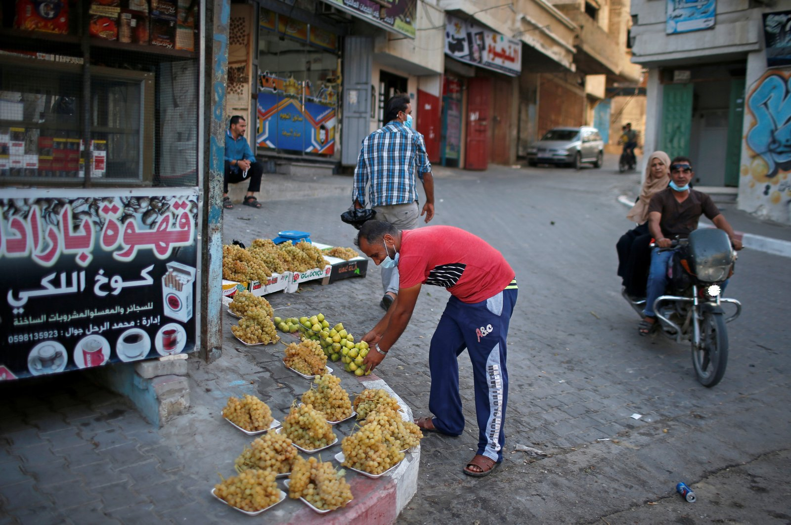 A Palestinian man sells figs and grapes on a sidewalk amid the coronavirus disease (COVID-19) outbreak, in the northern Gaza Strip Sept. 22, 2020. (Reuters Photo)