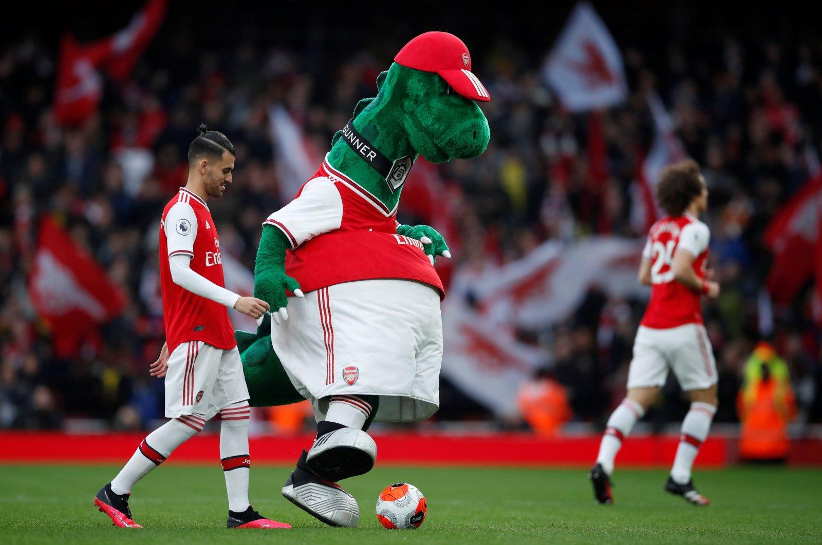 Arsenal's Dani Ceballos with with mascot Gunnersaurus before the match, in London, Britain, Feb. 23, 2020. (REUTERS Photo)