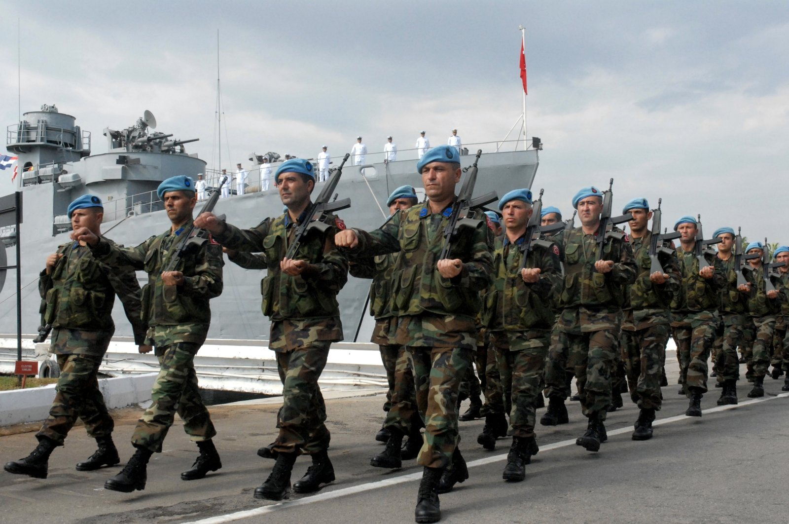 Turkish peacekeeping troops taking part in the United Nations Interim Force in Lebanon arrive in Tyre on Oct. 10, 2006 (AA File Photo)