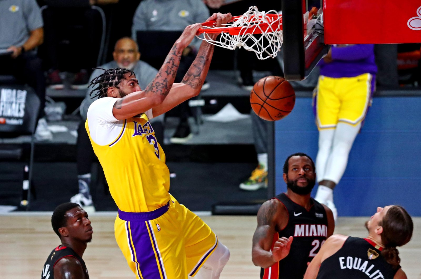 Los Angeles Lakers forward Anthony Davis dunks the ball during Game 4 of the NBA Finals, in Lake Buena Vista, Florida, U.S., Oct. 6, 2020. (Reuters Photo)
