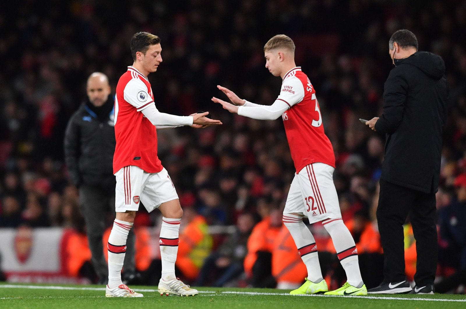 Mesut Özil (L) is substituted for Emile Smith Rowe during a match in London, Dec. 15, 2019. (AFP Photo)