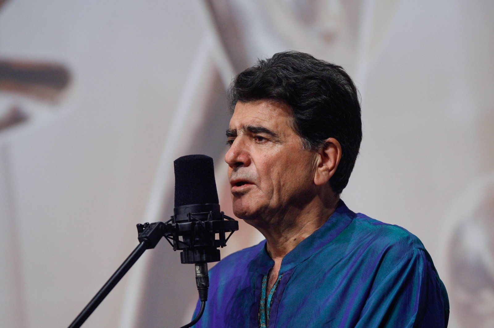 Iran's legendary singer, instrumentalist, and composer Mohammad-Reza Shajarian singing before a microphone in the capital Tehran, Oct. 20, 2008. (AFP Photo)