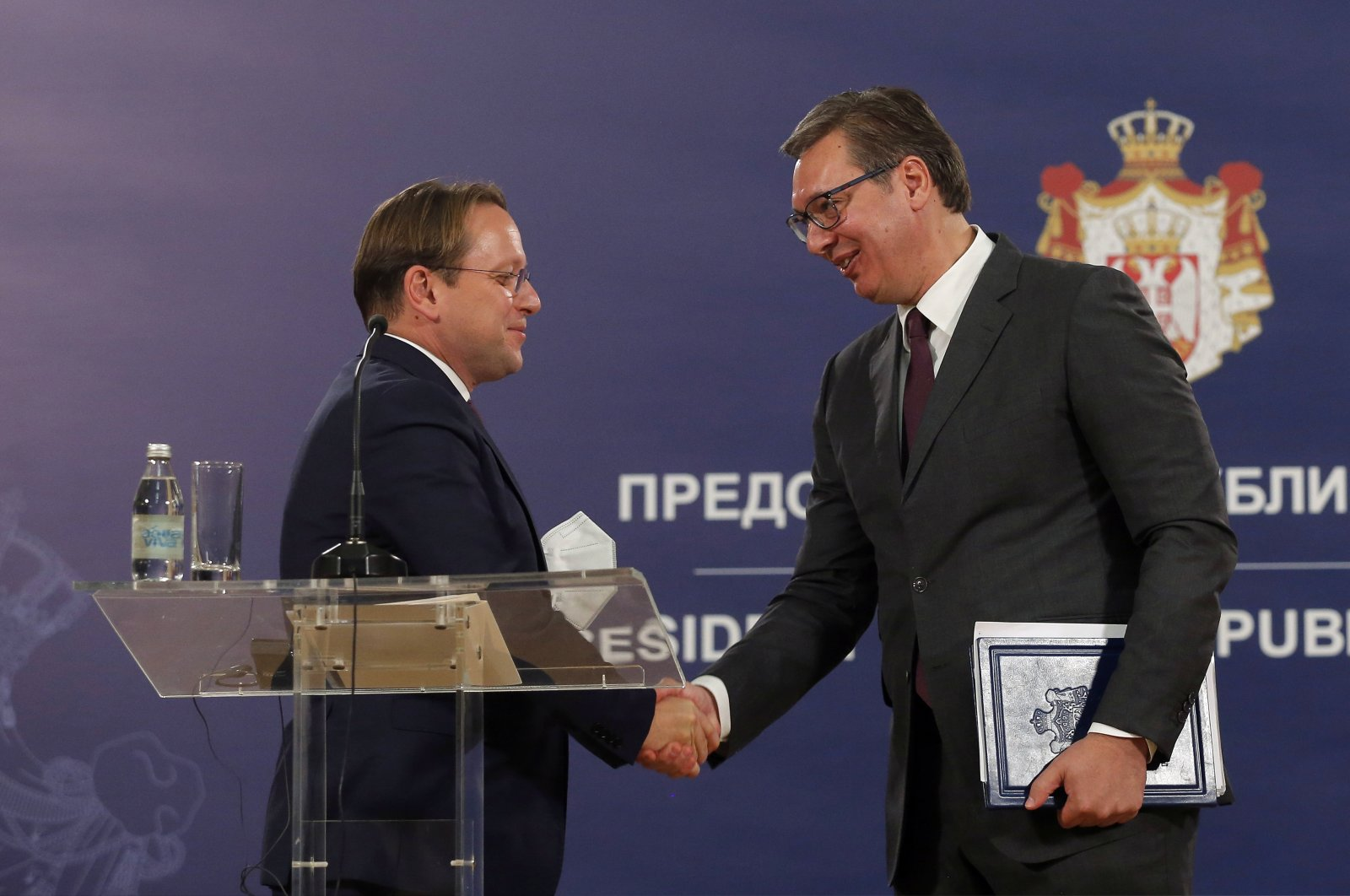 European Commissioner for Neighborhood and Enlargement Oliver Varhelyi (L) shakes hands with Serbian President Aleksandar Vucic (R) after their meeting in Belgrade, Serbia, Oct. 8, 2020. (EPA Photo)