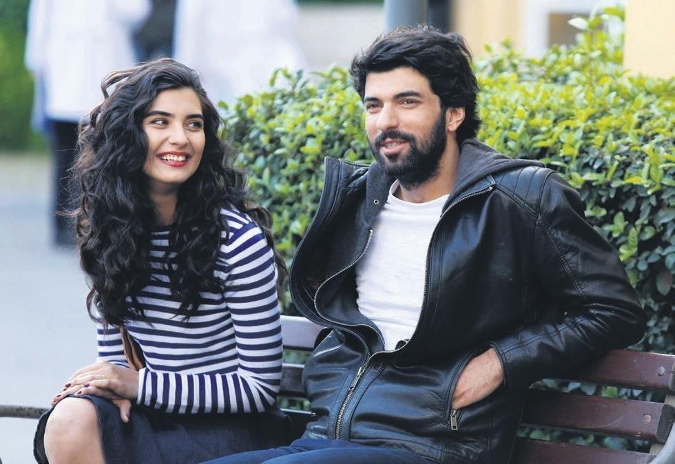 Actress Tuba Büyüküstün (L) and actor Engin Akyürek play the lead roles in 'Kara Para Aşk.'