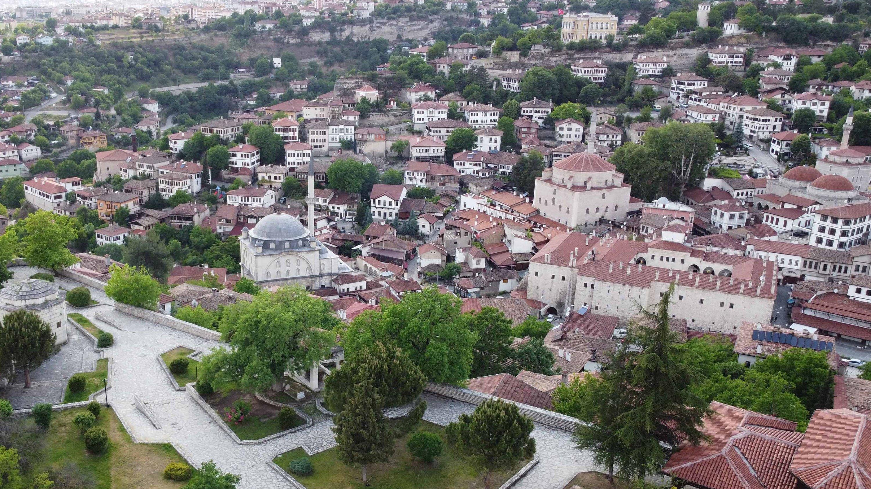 La mosquée Izzet Mehmet Pacha (à gauche) et la mosquée Köprülü Mehmet Pacha (à droite) sont vues dans la silhouette de Safranbolu, Karabük, nord de la Turquie, le 8 octobre 2020 (photo AA)