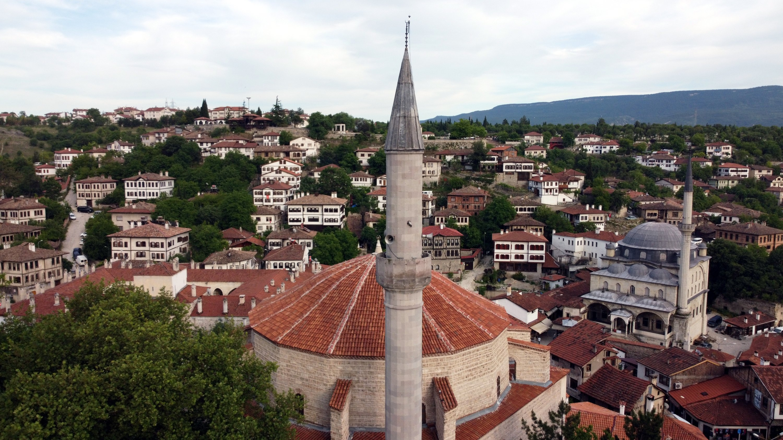 Le toit et le minaret de la mosquée Köprülü Mehmet Pacha à Safranbolu, Karabük, nord de la Turquie, le 8 octobre 2020 (PHOTO AA)