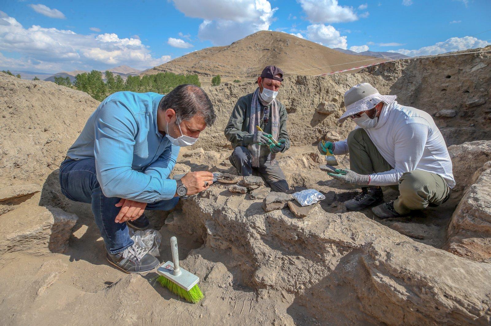 Archaeologists work at İremir Mound, Van, eastern Turkey, Oct. 9, 2020. (AA PHOTO)