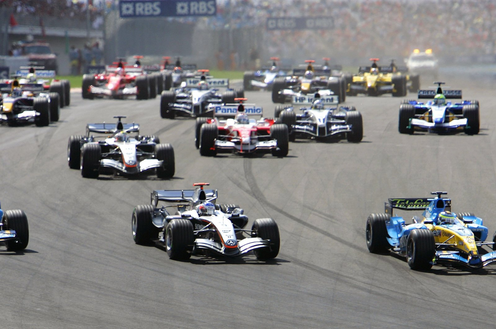 McLaren's Formula One driver Kimi Raikkonen of Finland (C) leads the pack, next to Renault's drivers Fernando Alonso of Spain (L) and Giancarlo Fisichella of Italy (R) after the start of the Turkish Formula One Grand Prix at Istanbul Park race track in Istanbul, Aug. 21, 2005. (Reuters Photo)
