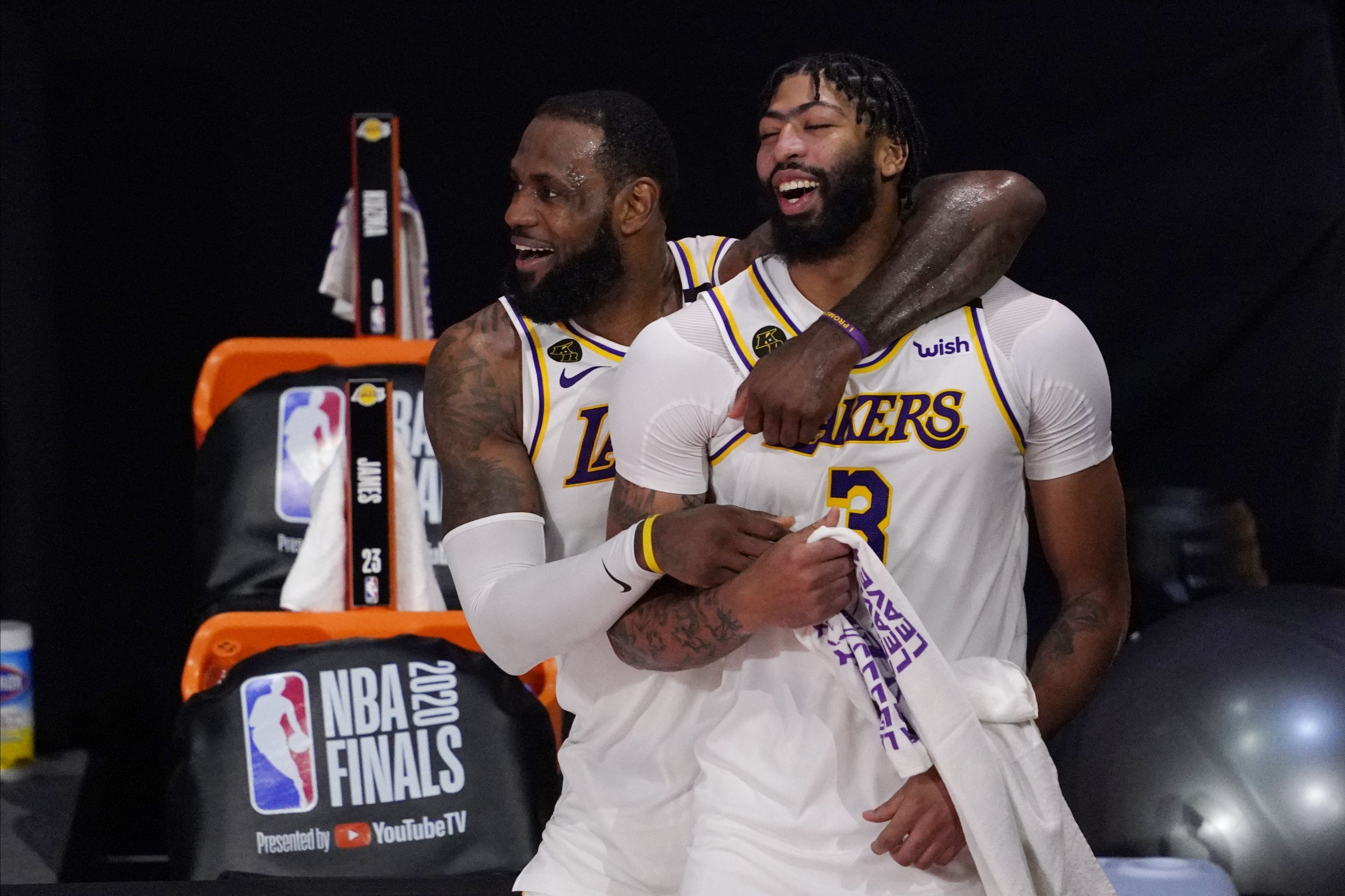 Los Angeles Lakers' LeBron James (L) and Anthony Davis celebrate after defeating the Miami Heat in Game 6 of NBA Finals, in Lake Buena Vista, Florida, U.S., Oct. 11, 2020. (AP Photo)