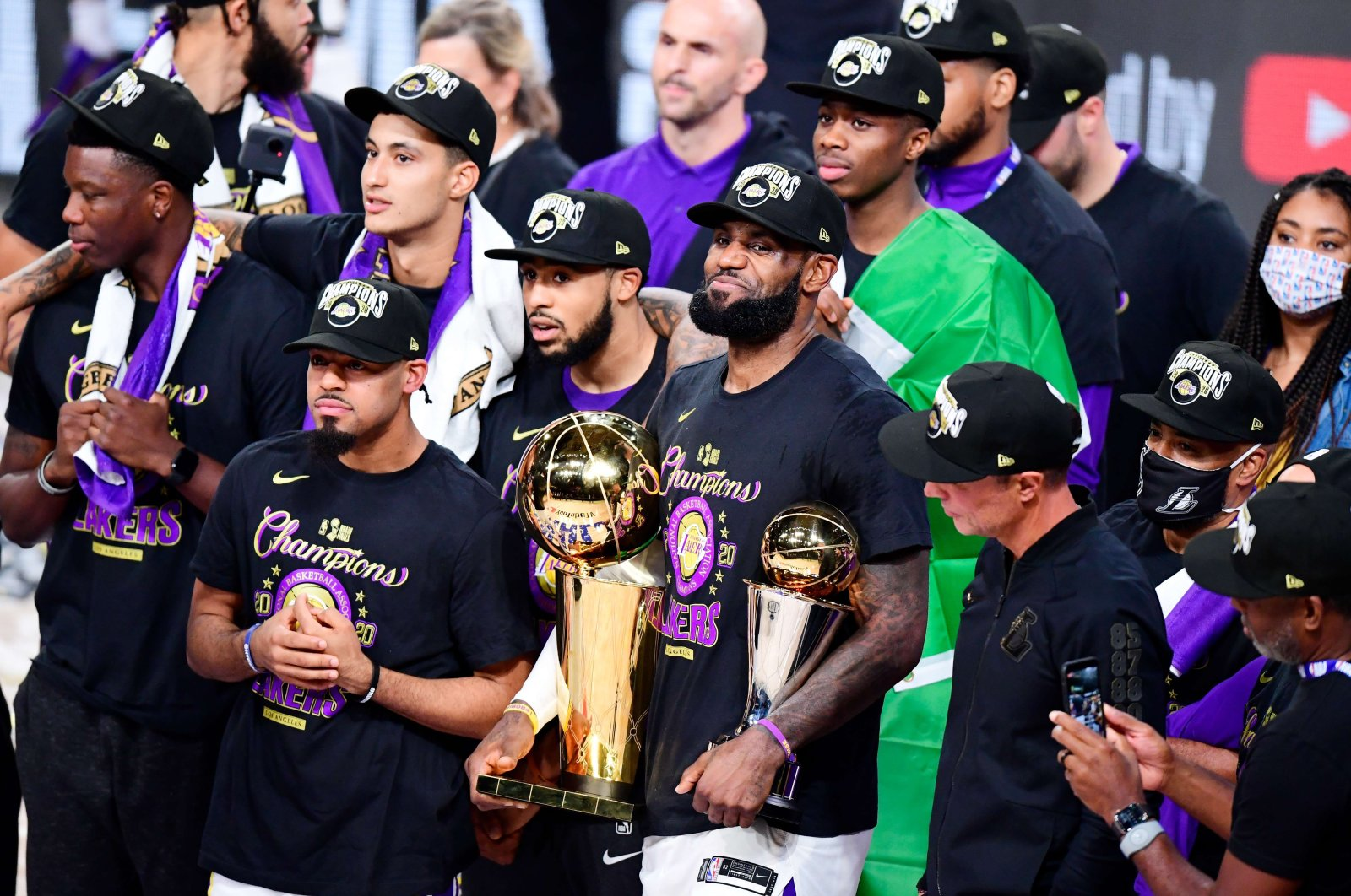 Los Angeles Lakers' LeBron James poses with the MVP and Finals trophy along with his teammates after defeating Miami Heat in NBA Finals, in Lake Buena Vista, Florida, U.S., Oct. 11, 2020. (AFP Photo)