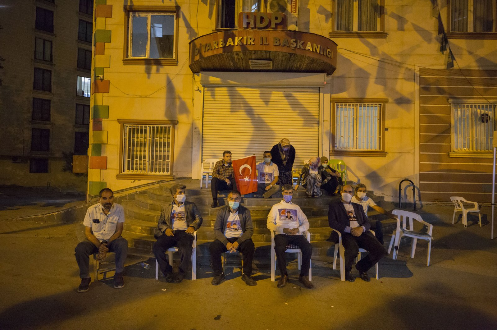 Kurdish families continue their protest against the PKK at night as well, Oct.11, 2020. (AA)