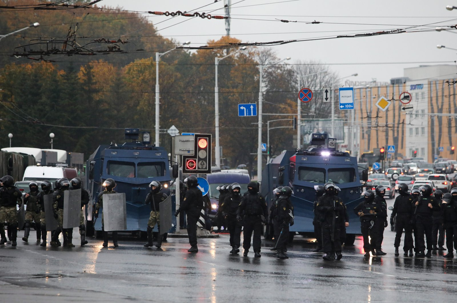 Belarusian law enforcement officers block a street during an opposition rally to reject the presidential election results, Minsk, Oct. 11, 2020. (Reuters Photo)