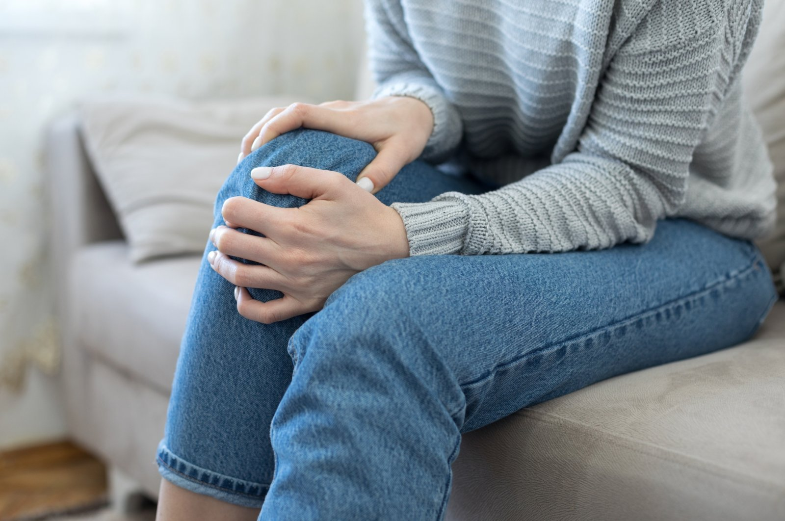 Knee pain, tenderness or stiffness in joints in the hands, hips, feet or spine can be signs of arthritis. (iStock Photo)