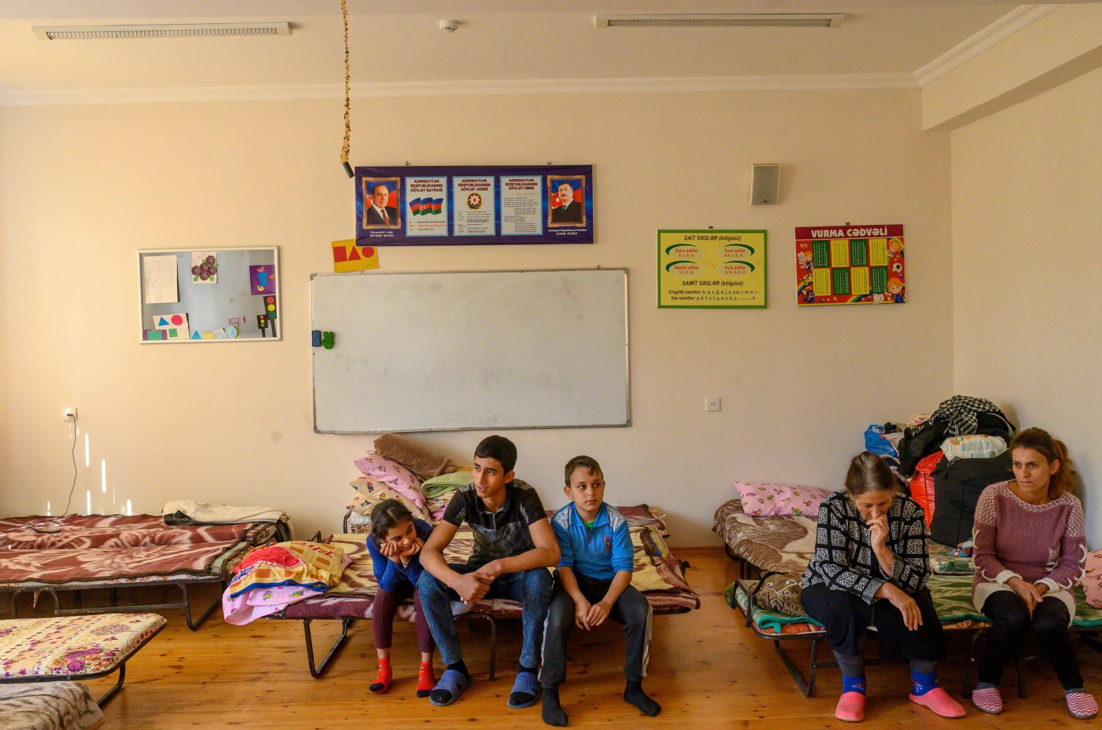 A refugee family who fled Tartar due to the ongoing military conflict between Armenia and Azerbaijan over the Armenian-occupied region of Nagorno-Karabakh is seen in a classroom of a secondary school in the town of Barda, Azerbaijan, Oct. 12, 2020. (AFP Photo)