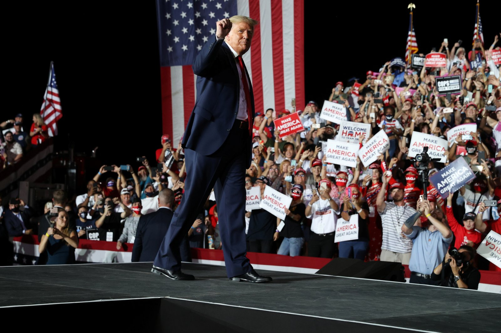 U.S. President Donald Trump departs at the end of a campaign rally, his first since being treated for the coronavirus disease (COVID-19), at Orlando Sanford International Airport in Sanford, Florida, U.S., Oct. 12, 2020. (Reuters Photo)