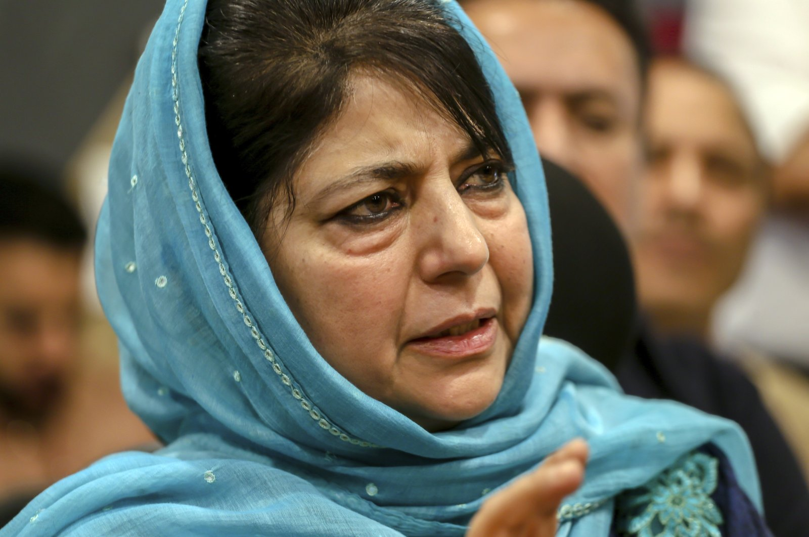 People's Democratic Party leader Mehbooba Mufti addresses the media after resigning as the chief minister of Jammu and Kashmir in Srinagar, Indian-controlled Kashmir, June 19, 2018. (AP Photo)