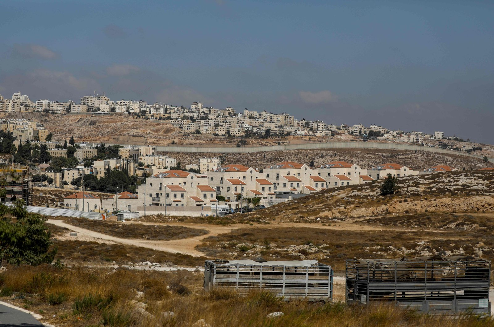 Israel's controversial concrete barrier separates the Jewish settlement of Neve Yaakov in the northern part of east Jerusalem and the Palestinian area of al-Ram in the occupied West Bank, Oct. 14, 2020. (AFP Photo)