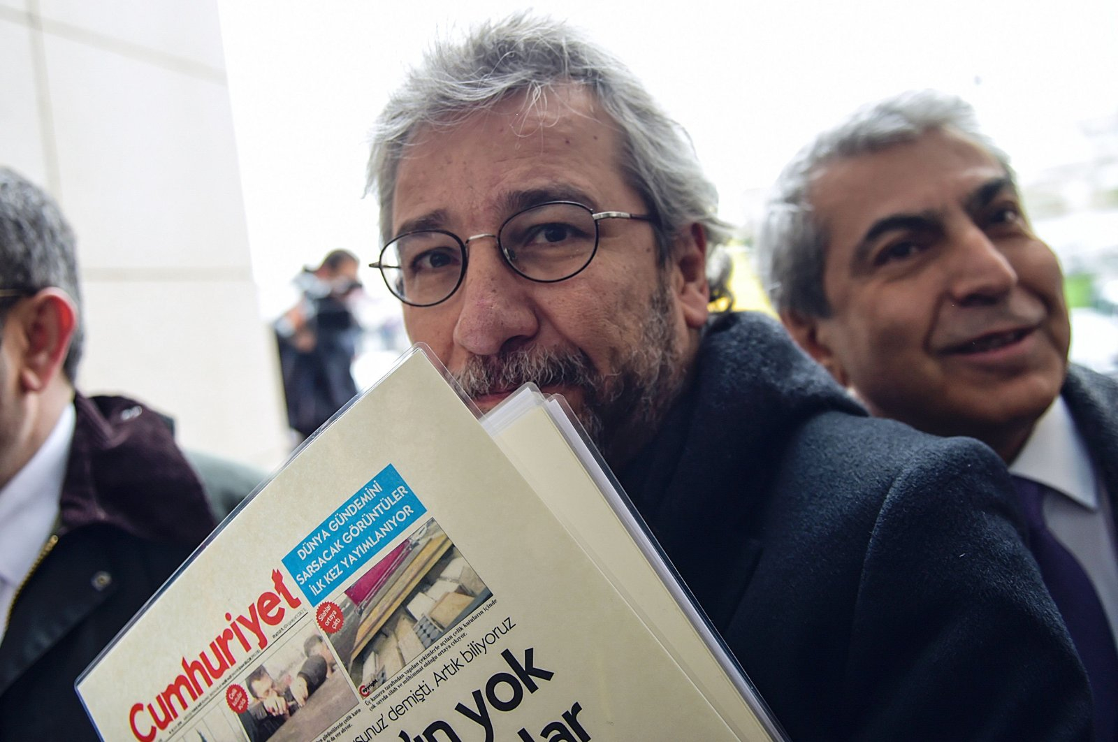 Can Dündar at the courthouse before his trial, in Istanbul, Turkey, March 25, 2016. (AFP Photo)