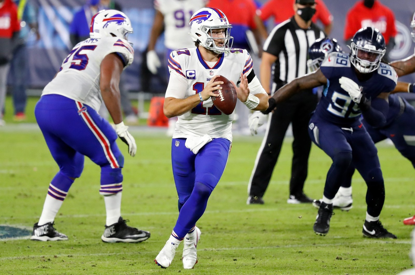 Josh Allen of the Buffalo Bills drops back to pass, in Nashville, Tennessee, Oct. 13, 2020. (AFP Photo)