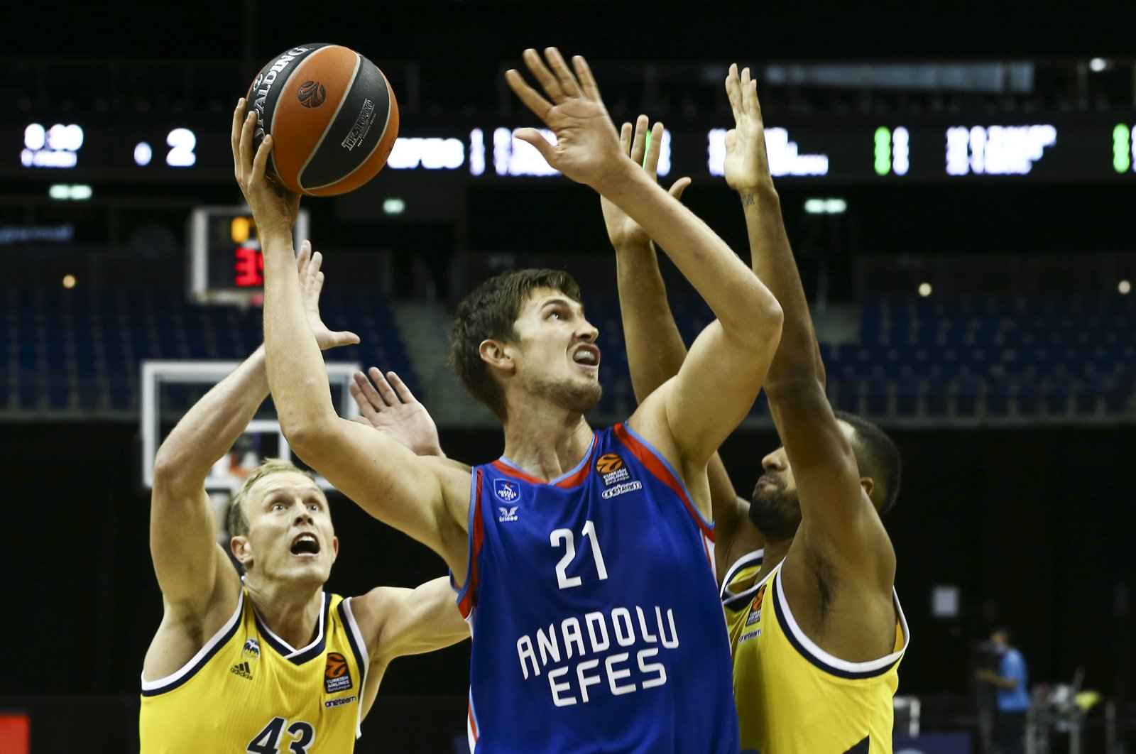 Anadolu Efes' Pleiss in action during a match against Alba Berlin, in Berlin, Germany, Oct. 13, 2020. (AA Photo)