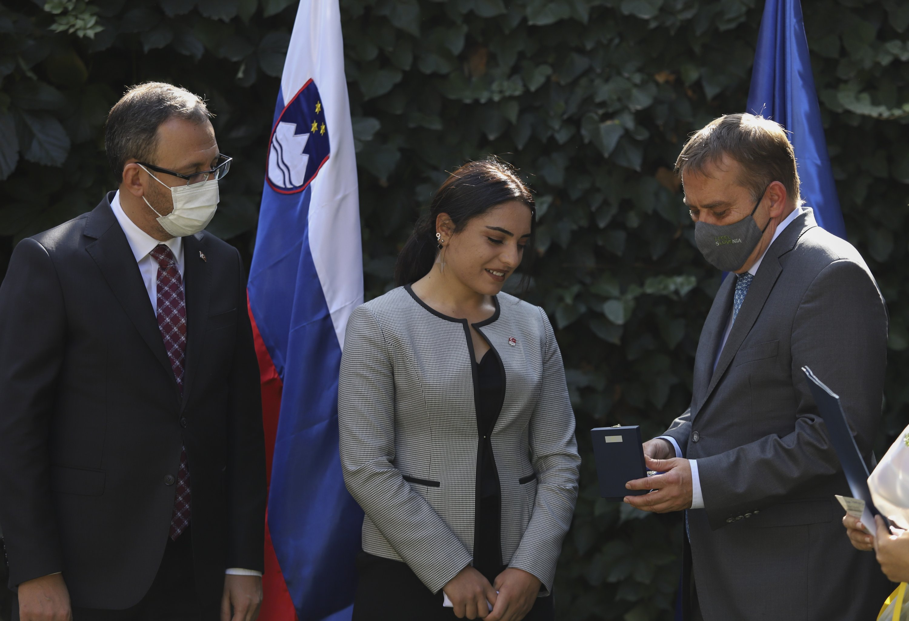 Young Turkish skier awarded by Slovenia after saving child's life