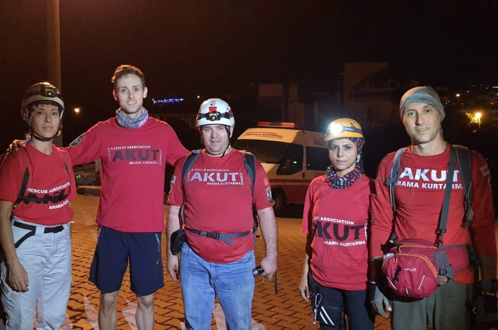 Madison Jack Roland (L) poses with the Search and Rescue Association (AKUT) team in Muğla, Turkey, Oct. 15, 2020. (AA Photo)