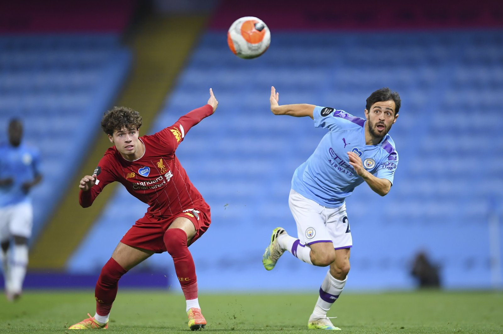 Manchester City's Bernardo Silva (R) and Liverpool's Neco Williams battle for the ball during a Premier League match in Manchester, England, July 2, 2020. (AP Photo)