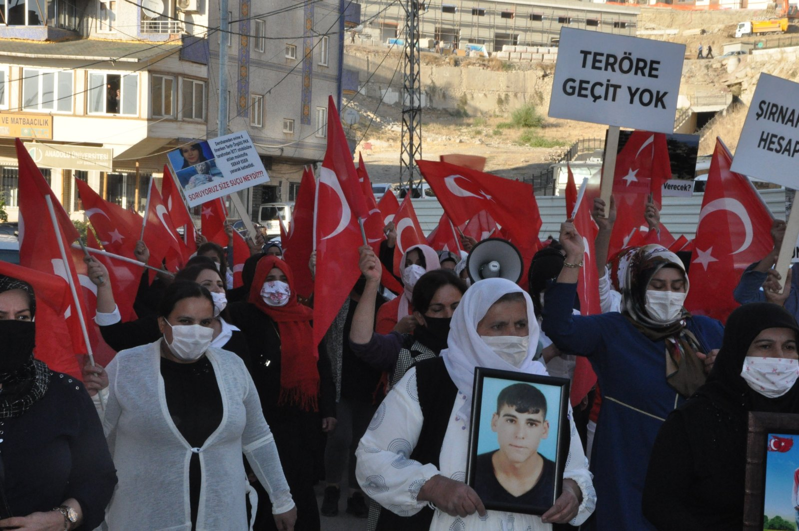 Kurdish mothers stage a march against the PKK terrorists who either abducted or killed their family members in Şırnak, southeastern Turkey, Oct. 16, 2020. (IHA Photo)