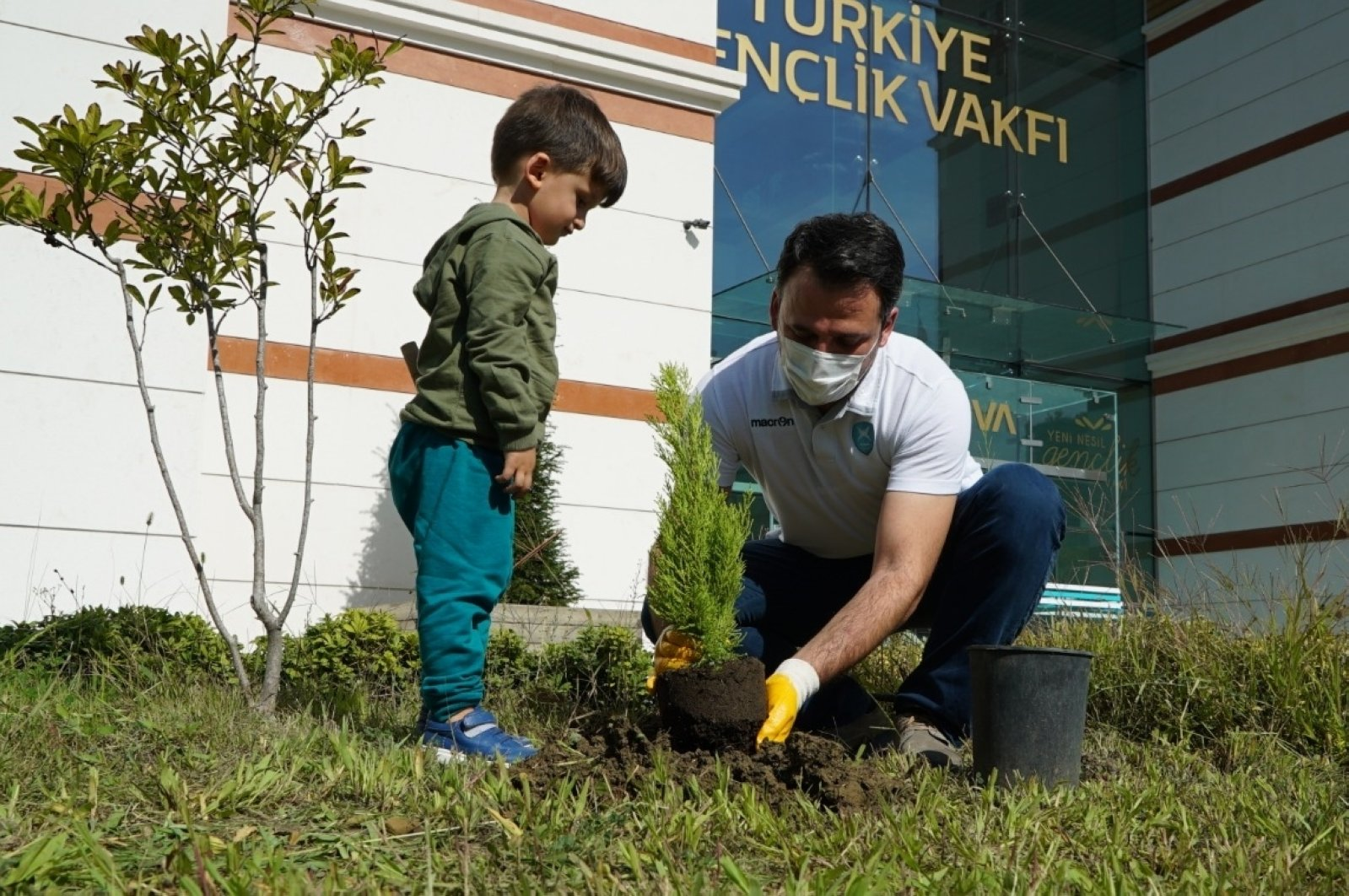 A man plants a sapling in the courtyard of the Turkey Youth Foundation (TÜGVA) as part of the foundation's planting campaign, in Istanbul, Turkey, Oct. 14, 2020. (AA Photo)