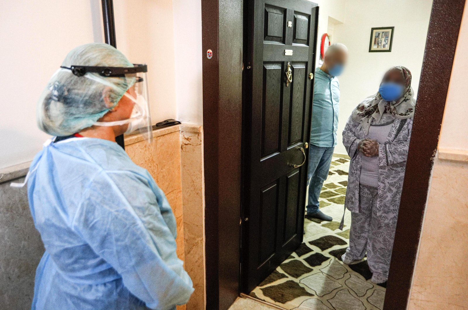 A contact tracer visits a family in the capital Ankara, Turkey, Oct. 15, 2020. (DHA Photo)