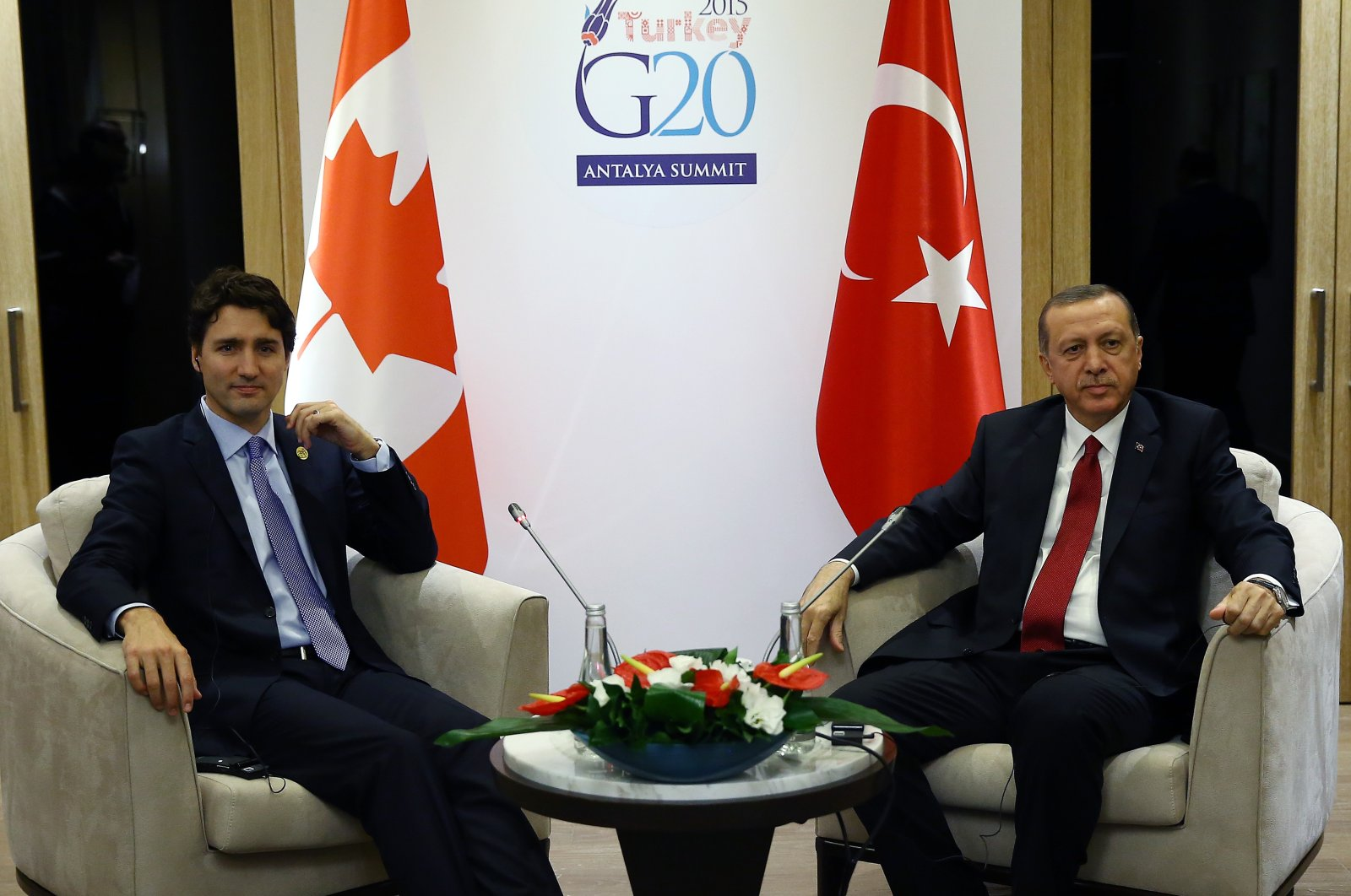 Turkish President Recep Tayyip Erdogan, right, meets with Canada's Prime Minister Justin Trudeau at the G-20 summit in Antalya, Turkey, Monday, Nov. 16, 2015. (AA Photo)