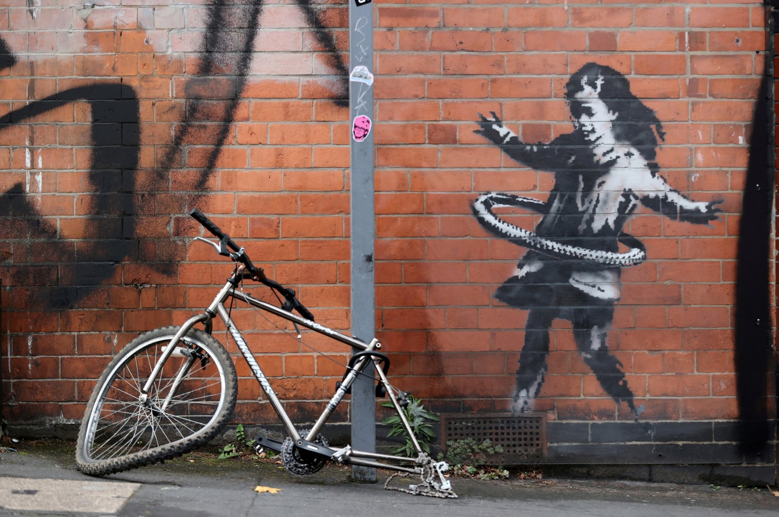 A new Banksy artwork is seen in Rothesay Avenue, Nottingham, Britain on Oct. 17, 2020. (Reuters Photo)