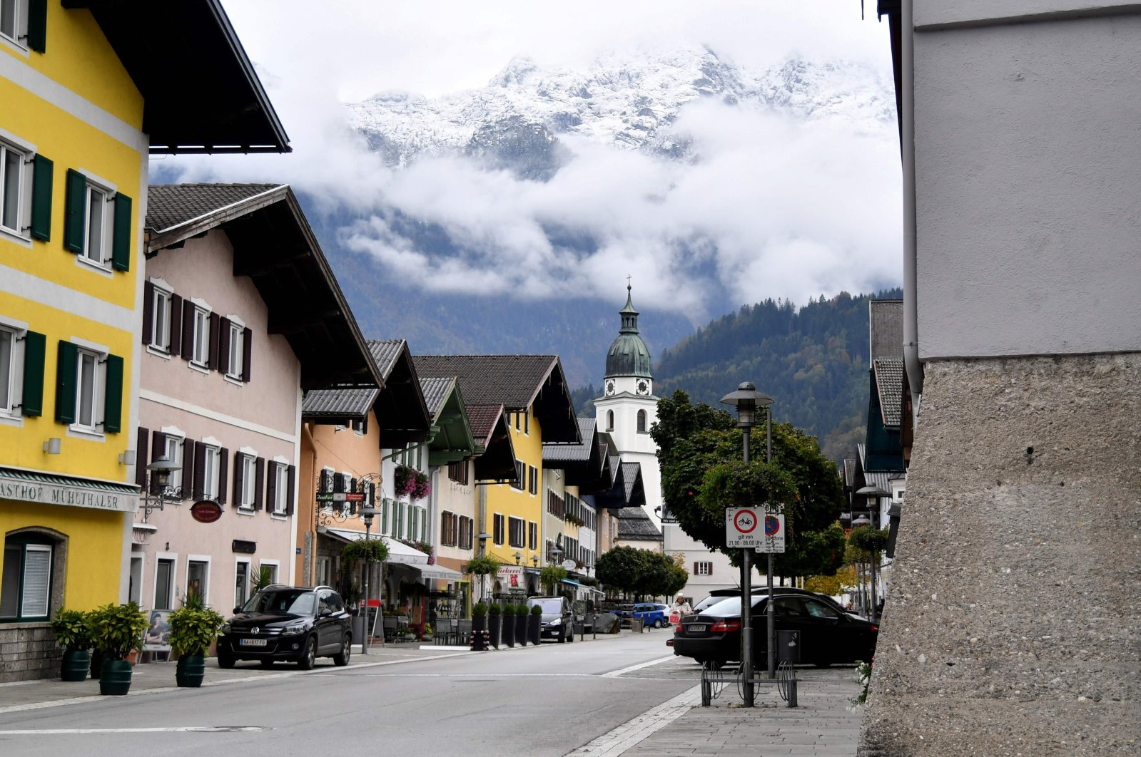 The market square is empty during a lockdown for the ongoing coronavirus pandemic in the commune of Kuchl, near Salzburg, Austria, Oct. 15, 2020. (AFP Photo)