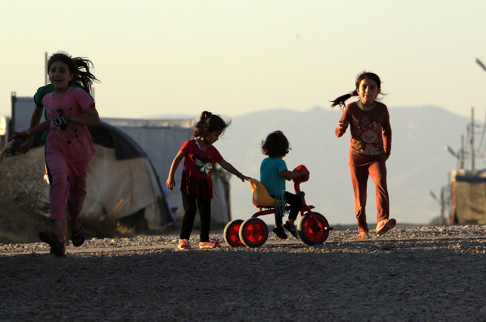 Displaced Iraqi children from the minority Yazidi sect, who fled the Iraqi town of Sinjar, play at the Khanki camp on the outskirts of Dohuk province, July 31, 2019. (REUTERS Photo)