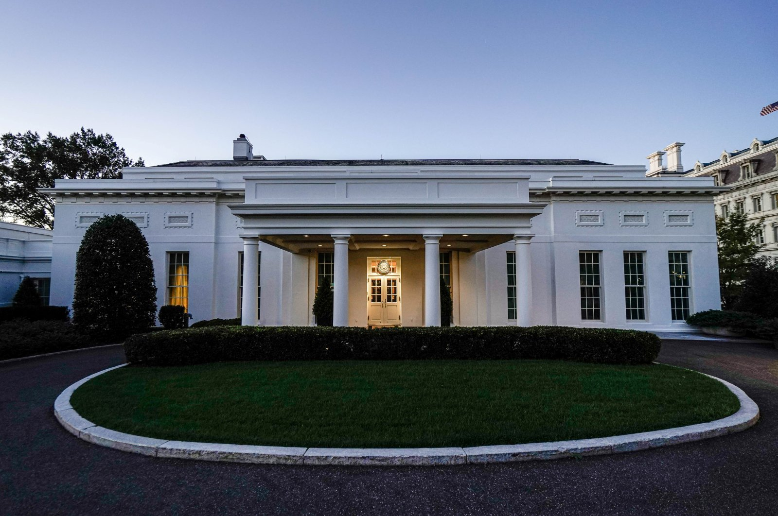 The White House West Wing entrance as seen early in the morning prior to U.S. President Donald Trump departing on campaign travel to Michigan and Wisconsin, Washington, D.C., U.S., Oct. 17, 2020. (REUTERS Photo)