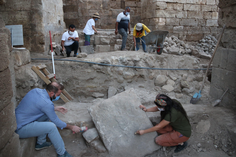 Archaeologists work to unearth the basalt stones of the palace's gate, Şanlıurfa, southeastern Turkey, Oct. 19, 2020. ( AA PHOTO)