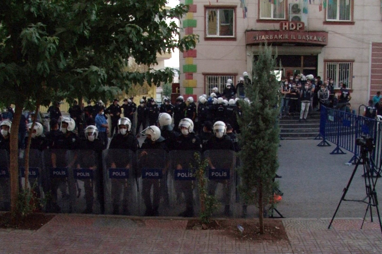 Police stand in front of the HDP headquarters in Diyarbakır province following the row between lawmaker and families staging a sit-in on Oct. 19, 2020 (IHA Photo)