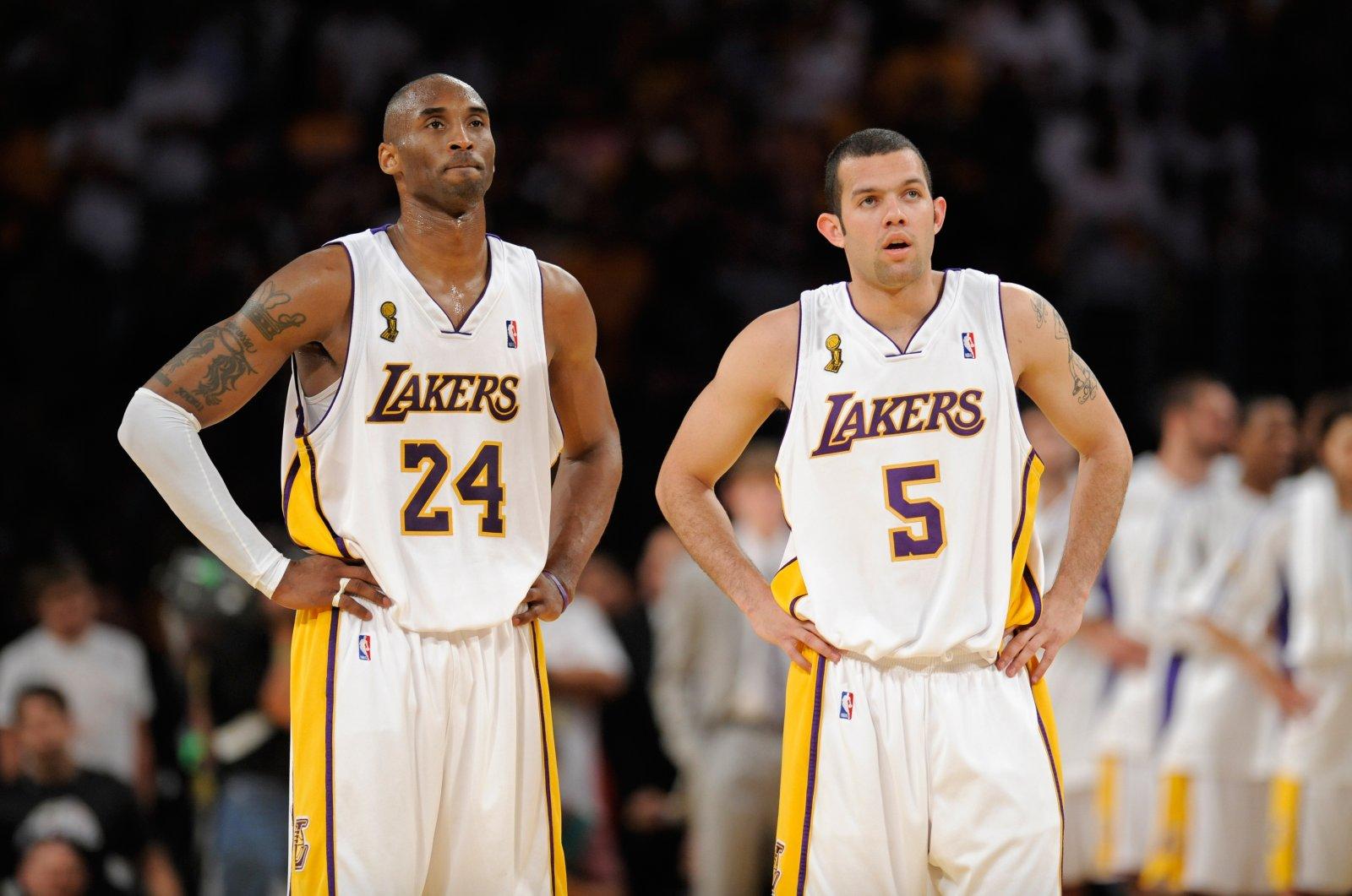 Los Angeles Lakers' Kobe Bryant (L) and Jordan Farmar during the Game 5 of NBA finals against Boston Celtics, Los Angeles, U.S., June 15, 2008. (AP Photo)