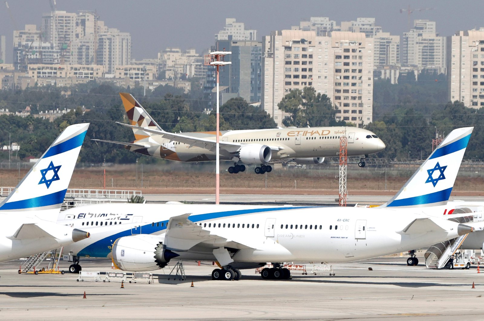 An Etihad Airways (back) plane carrying a delegation from the United Arab Emirates on a first-ever official visit, lands at Ben Gurion Airport near Tel Aviv, Israel, Oct. 20, 2020. (AFP Photo)