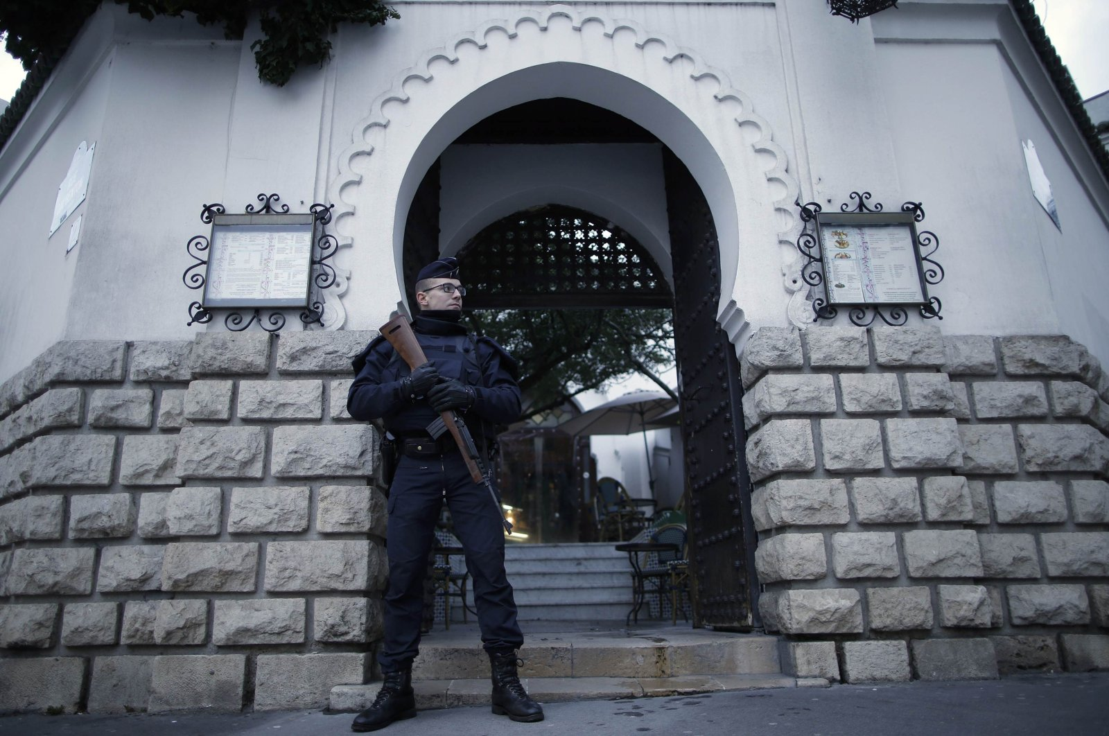 A French police officer stands guard in front of the entrance of the Paris Grand Mosque, Paris, France, Jan. 14, 2015. (Reuters Photo)
