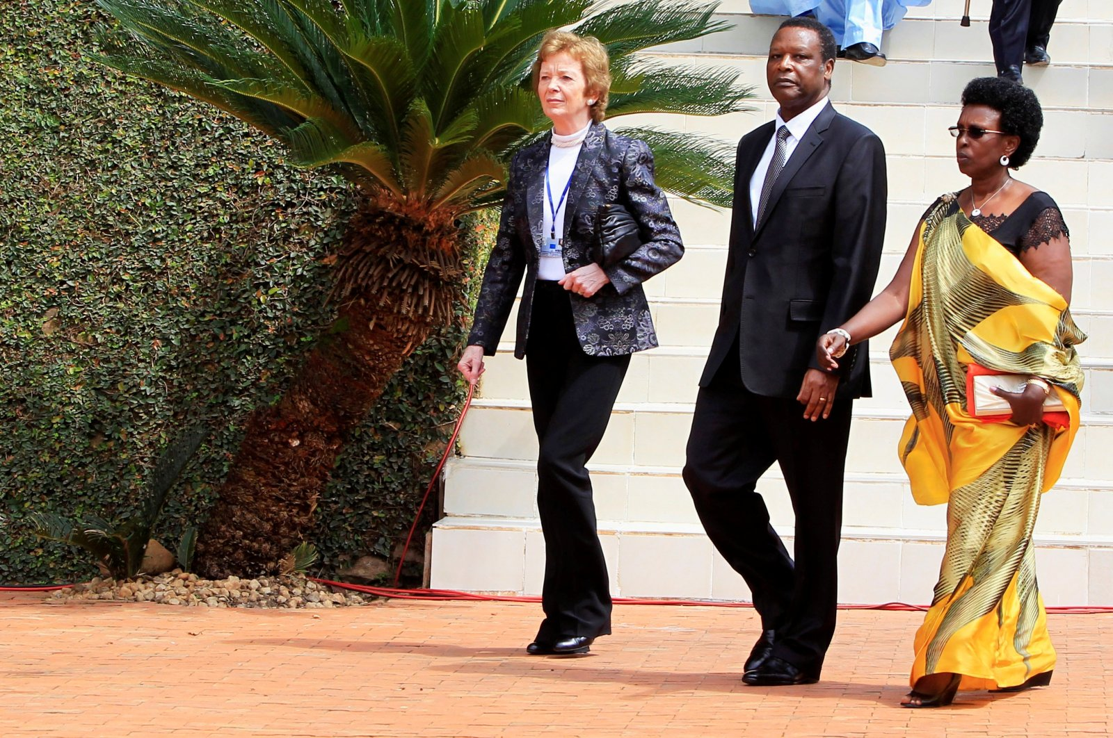 Former Irish president Mary Robinson (L), former Burundian President Pierre Buyoya (C) and his wife Sophie Buyoya arrive at Rwanda's genocide memorial center for a commemoration ceremony, in Kigali, Rwanda, April 7, 2014. (Reuters Photo)