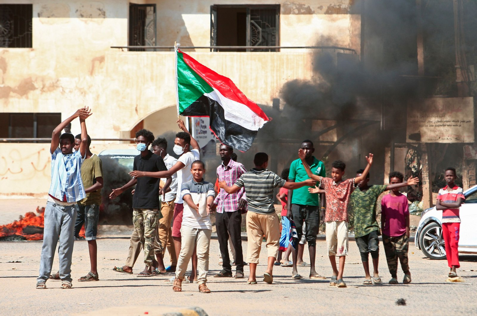 Sudanese protesters take to the streets in Khartoum, Oct. 21, 2020. (AFP Photo)