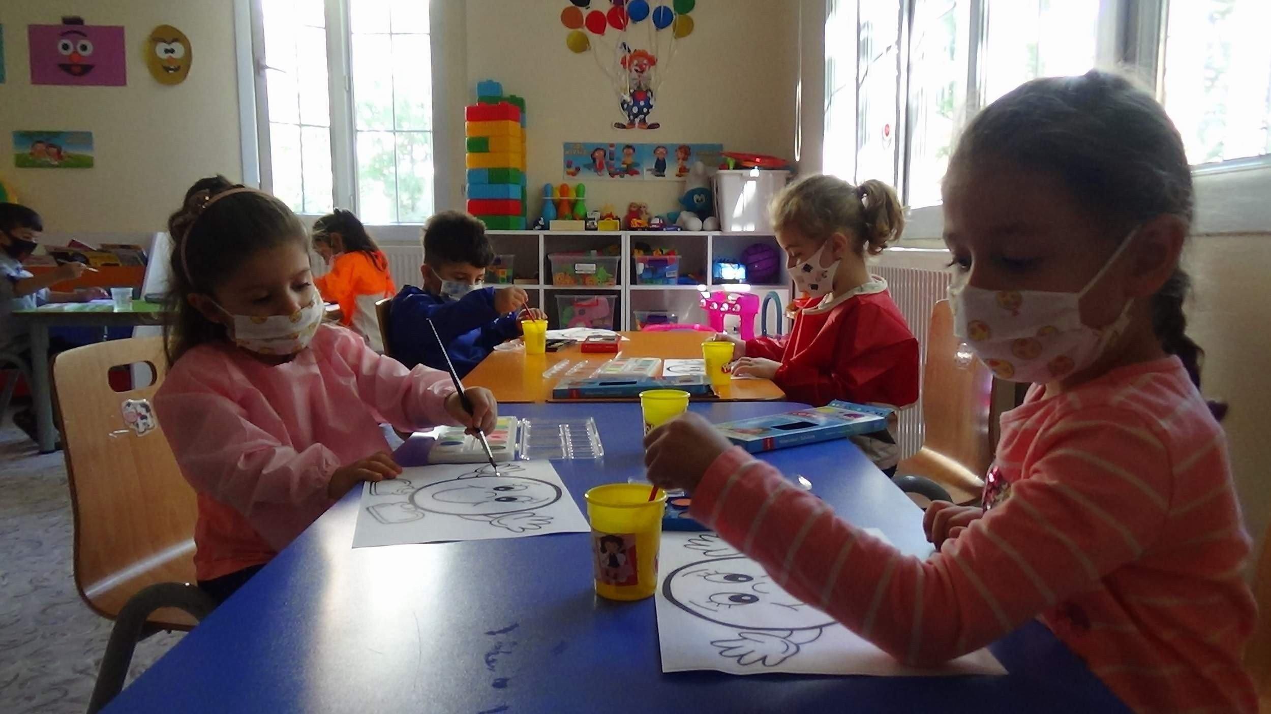 Top expert says virus risk higher for children not at school in Turkey