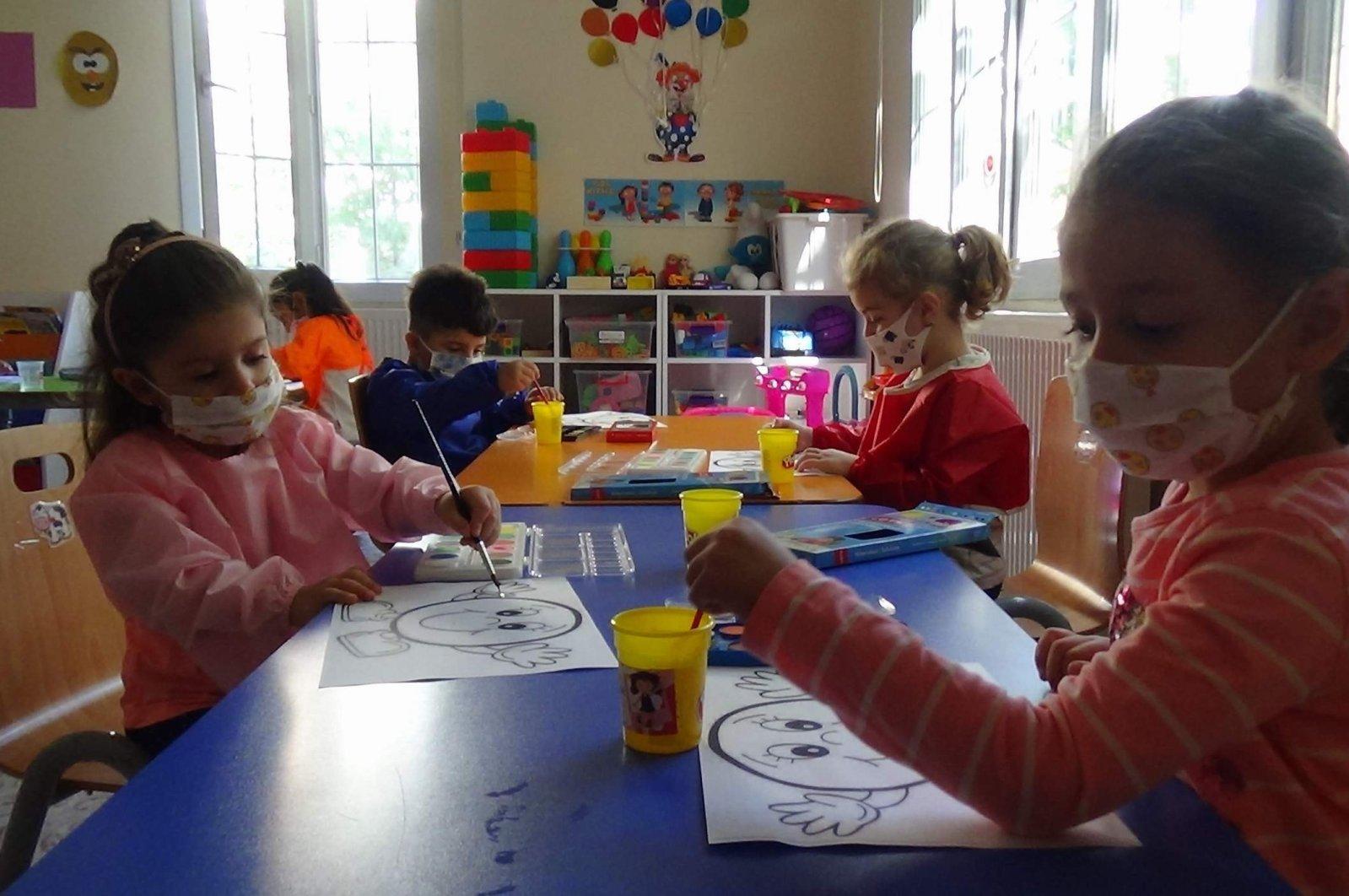 Kindergarten students in a classroom in Siirt, eastern Turkey, Oct. 21, 2020. (IHA Photo)