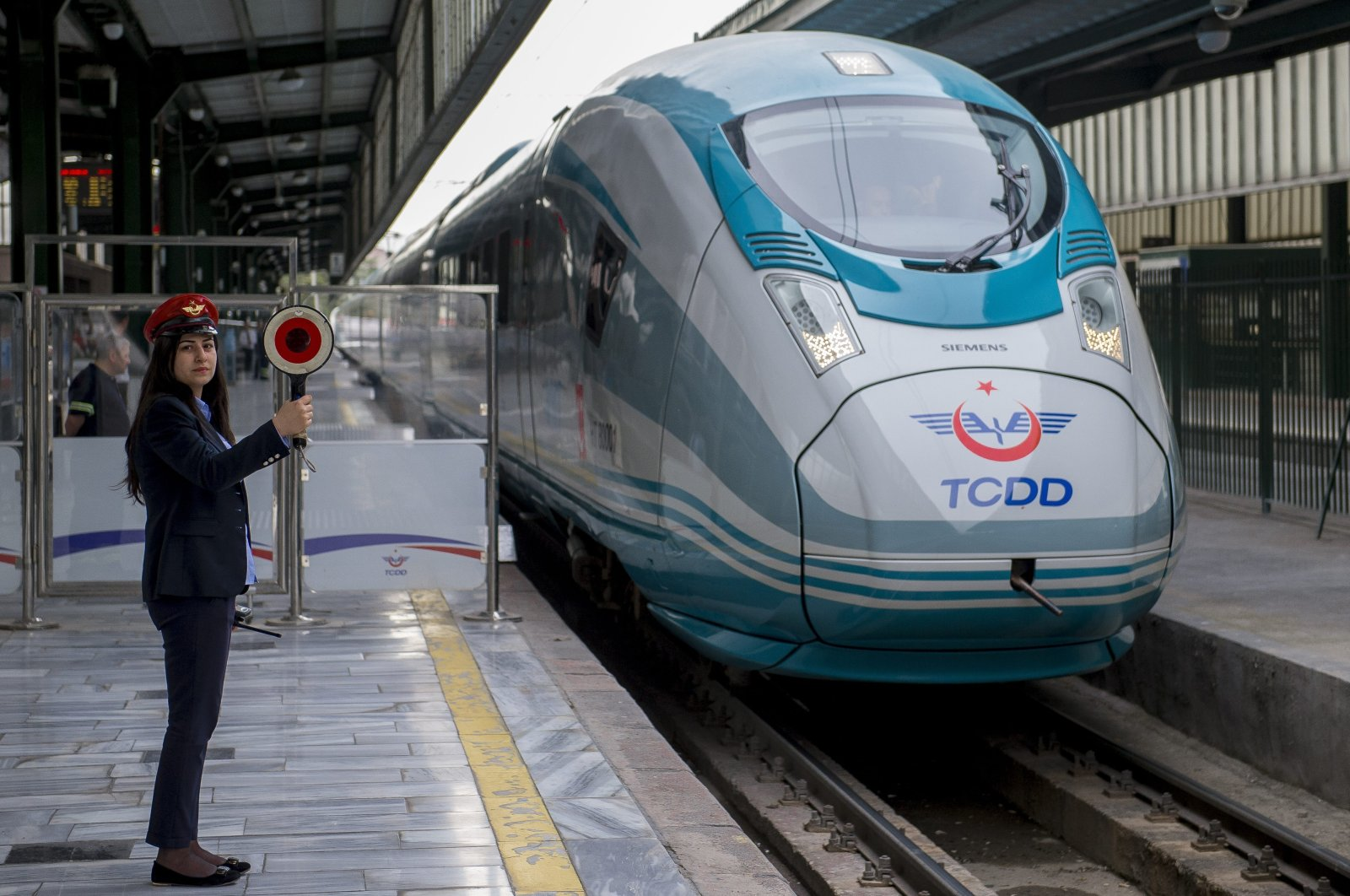 An ultra-high-speed train operating between the capital Ankara and central Konya province departs from Ankara Station, Turkey, May 25, 2015. (AA Photo)