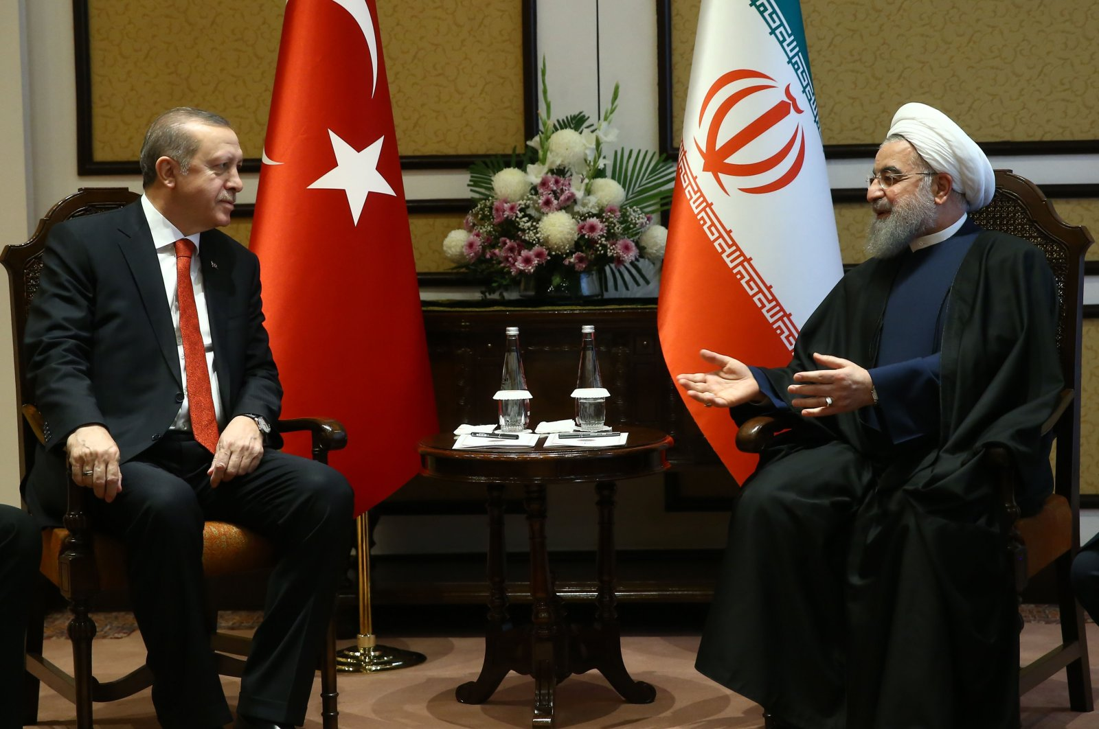 President Recep Tayyip Erdoğan and his Iranian counterpart Hassan Rouhani speak during a meeting in Ankara, Turkey, March 1, 2017. (Courtesy of the Turkish Presidency)