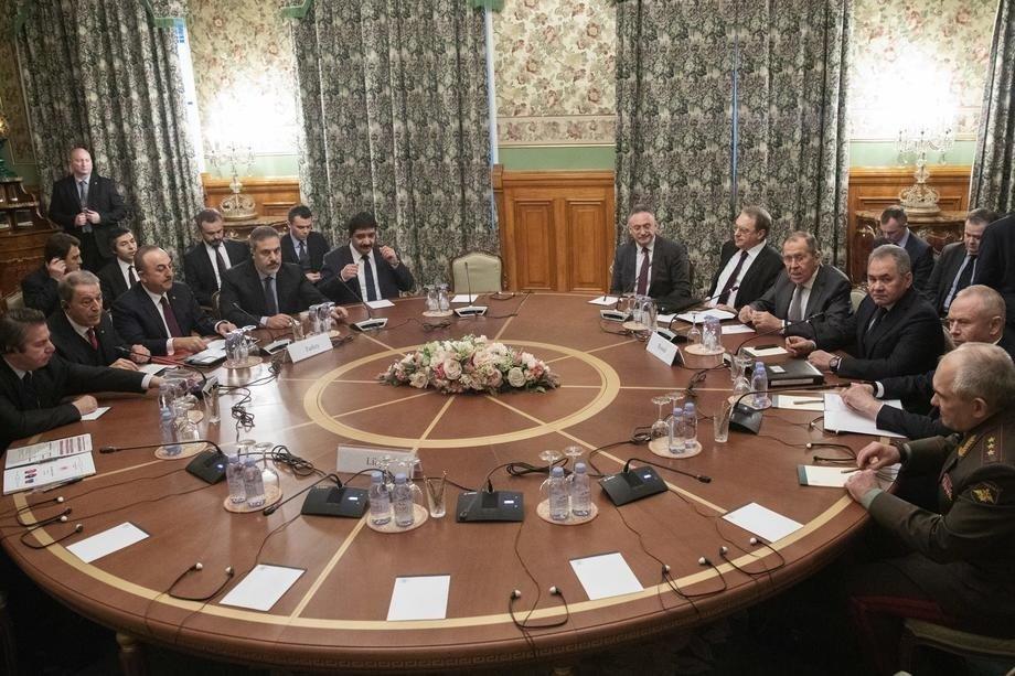 Turkish Foreign Minister Mevlüt Çavuşoğlu (3rd L), Defense Minister Hulusi Akar (2nd L), Russian Foreign Minister Sergey Lavrov (4th R) and Defense Minister Sergei Shoigu (3rd R) attend talks to discuss the Libya crisis in Moscow, Russia, Jan. 13, 2020. (EPA Photo)