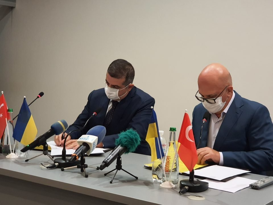 Turkish energy firm LODOS Propulsion and Ukrainian gas turbine producer Zorya-Mashproekt signed an MoU to deepen the bilateral relations. (AA Photo)