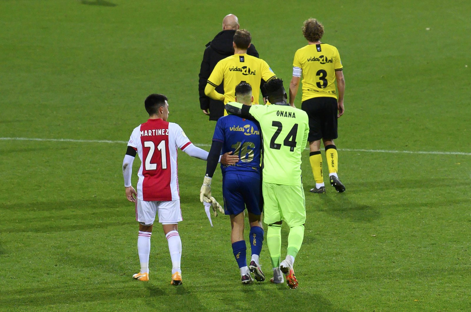 Ajax goalkeeper Andre Onana (R) consoles VVV keeper Delano van Crooij after the Dutch Eredivisie match between VVV Venlo and Ajax Amsterdam in the Covebo stadium De Koel in Venlo, the Netherlands, Oct. 24, 2020. (EPA Photo)